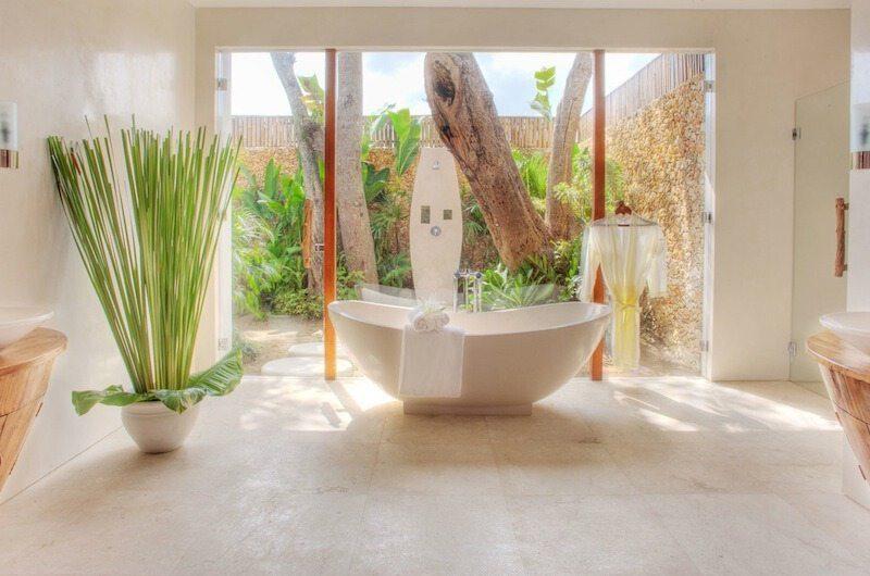 Lataliana Villas Bathtub, Seminyak | 7 Bedroom Villas Bali