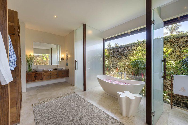 Lataliana Villas Romantic Bathtub Set Up, Seminyak | 7 Bedroom Villas Bali
