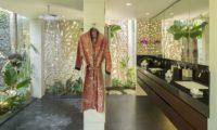 Uma Wana Prasta En-Suite His and Hers Bathroom, Canggu | 7 Bedroom Villas Bali