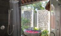 Uma Wana Prasta Semi Open Bathroom with Bathtub, Canggu | 7 Bedroom Villas Bali