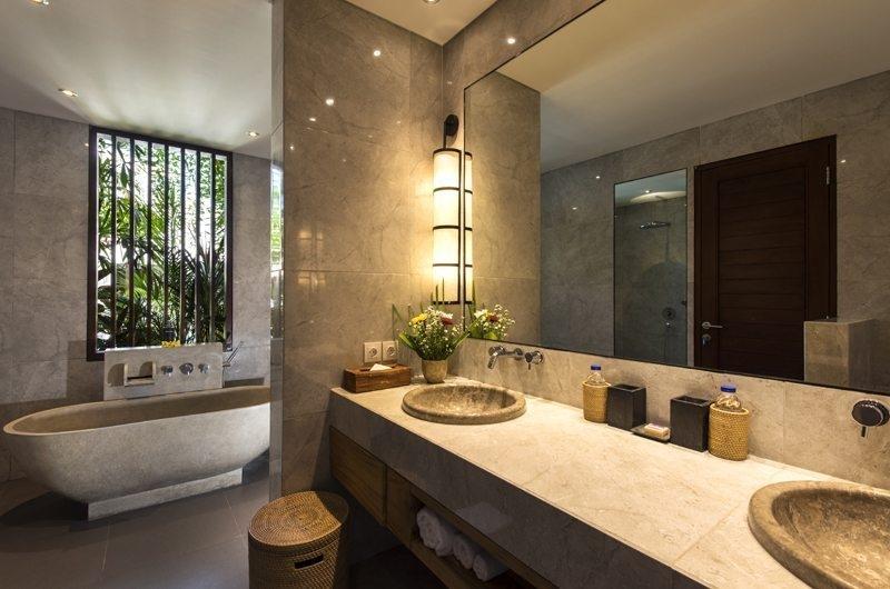 Villa Anam Bathroom with Bathtub, Seminyak | 7 Bedroom Villas Bali