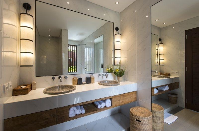 Villa Anam Bathroom with Mirror, Seminyak | 7 Bedroom Villas Bali
