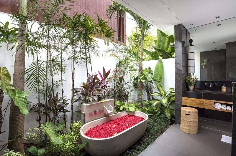 Villa Anam Romantic Bathtub Set Up, Seminyak | 7 Bedroom Villas Bali