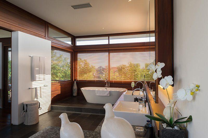 Bendega Villas Bathroom with Bathtub, Canggu | 7 Bedroom Villas Bali
