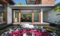Bendega Villas Outdoor Bathtub with Rose Petals, Canggu | 7 Bedroom Villas Bali