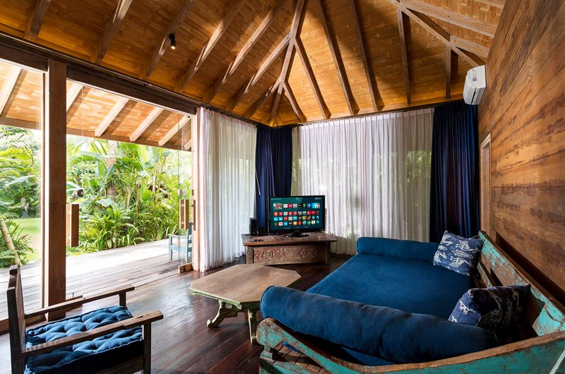 Villa Hansa Lounge Area with TV, Canggu | 7 Bedroom Villas Bali