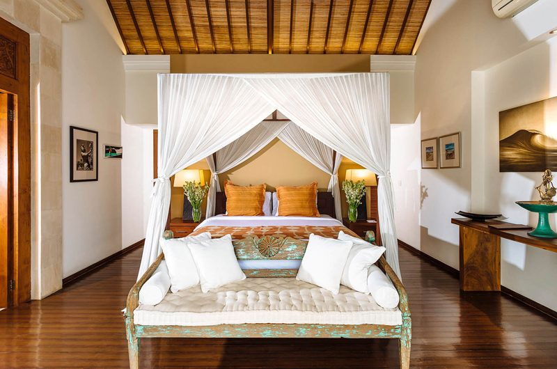Villa Hansa Bedroom with Sofa, Canggu | 7 Bedroom Villas Bali