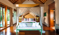 Villa Hansa Bedroom with Wooden Floor, Canggu | 7 Bedroom Villas Bali