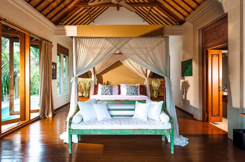 Villa Hansa Bedroom with Wooden Floor, Canggu | 7 Bedroom Villas Bali