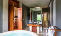 Villa Hansa Bathroom with Bathtub, Canggu | 7 Bedroom Villas Bali