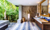 Villa Hansa Semi Open Bathroom with Bathtub, Canggu | 7 Bedroom Villas Bali