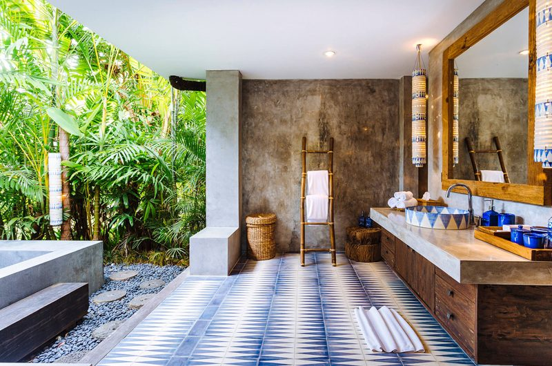 Villa Hansa Semi Open Bathroom with Bathtub, Canggu | 7 Bedroom Villas Bali