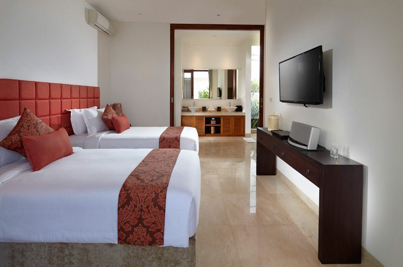 Villa Malaathina Bedroom and His and Hers Bathroom, Umalas | 7 Bedroom Villas Bali