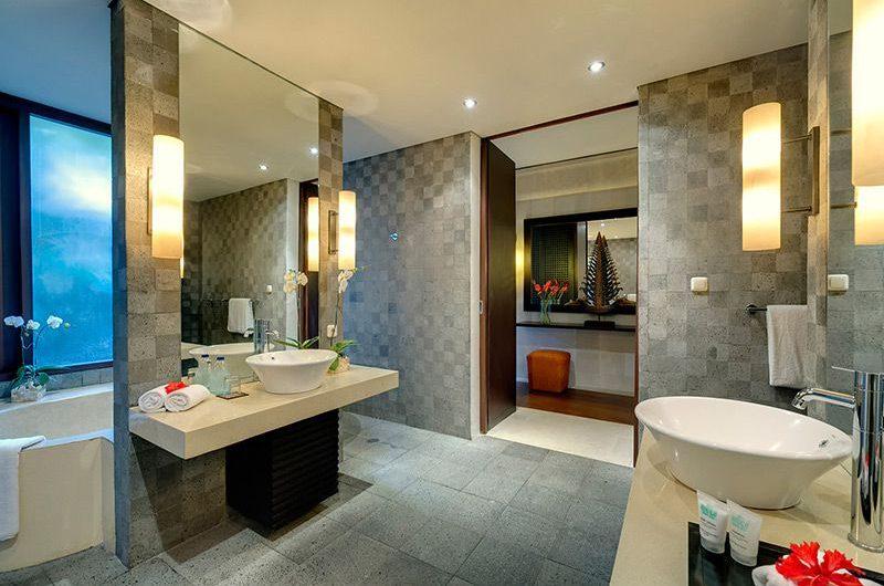Villa Mandalay Bathroom with Bathtub, Seseh   7 Bedroom Villas Bali