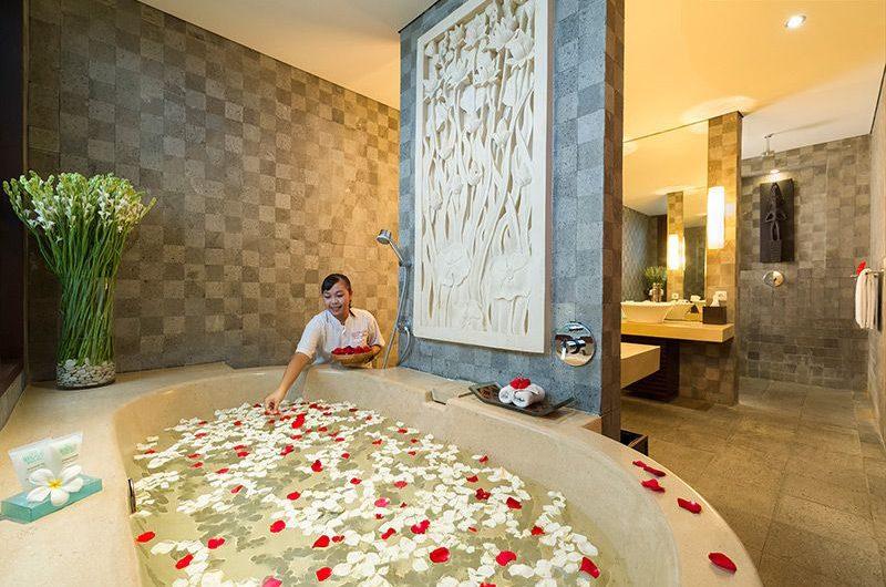 Villa Mandalay Romantic Bathtub Set Up, Seseh | 7 Bedroom Villas Bali