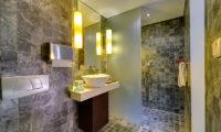 Villa Mandalay Bathroom with Mirror, Seseh | 7 Bedroom Villas Bali