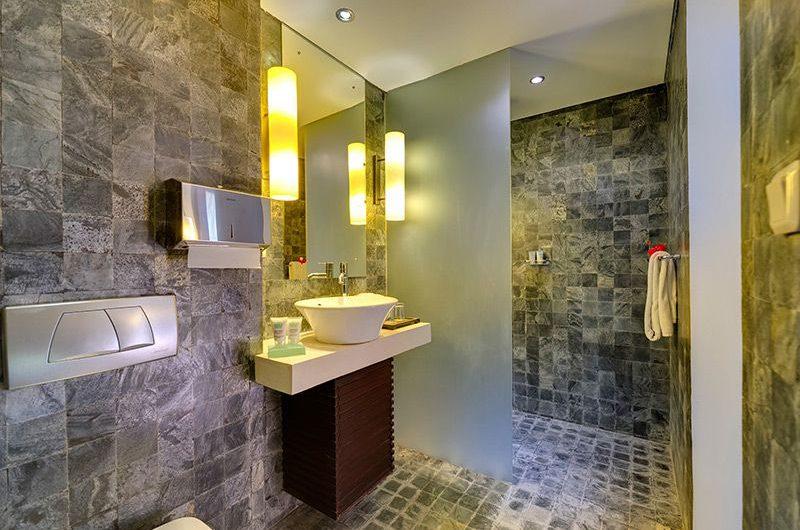 Villa Mandalay Bathroom with Mirror, Seseh   7 Bedroom Villas Bali