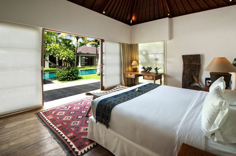 Villa Tiga Puluh King Size Bed with Pool View, Seminyak | 7 Bedroom Villas Bali