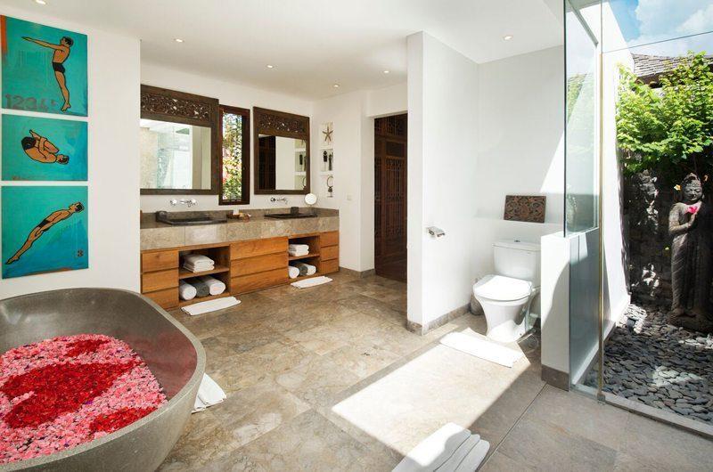 Villa Tiga Puluh Romantic Bathtub Set Up, Seminyak | 7 Bedroom Villas Bali